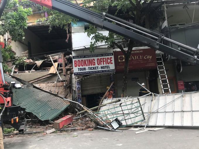 Sập nhà phố Hàng Bông