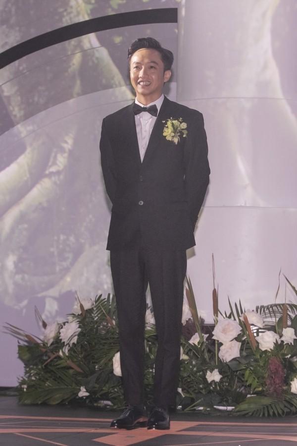 Cường Đôla liên tục hôn vợ Đàm Thu Trang trong tiệc cưới - 2