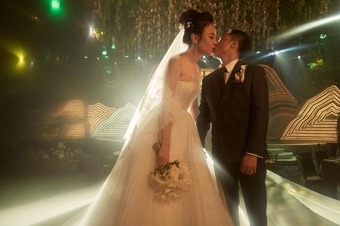 Đàm Thu Trang sử dụng giày Lọ Lem 5.000 USD trong tiệc cưới - 7