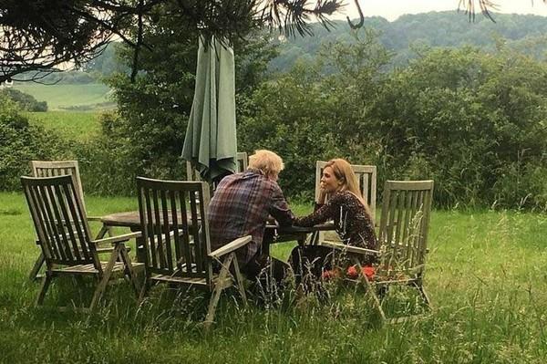 Nhan sắc Đệ nhất bạn gái bị mang tiếng hồ ly tinh phá vỡ hôn nhân 25 năm của tân Thủ tướng Anh - Ảnh 9.
