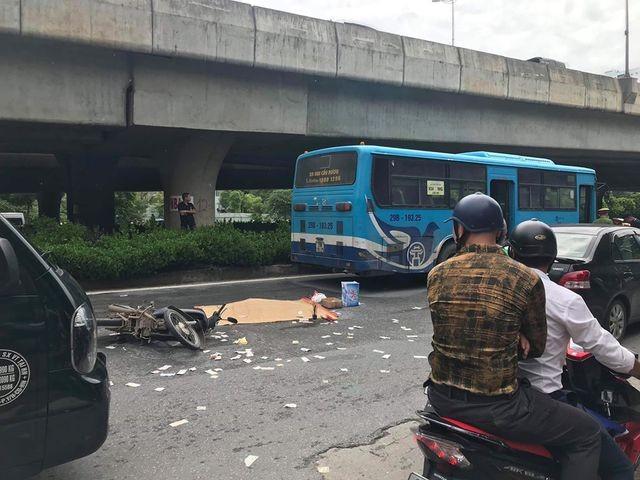 Xe buýt cán chết người trên đường phố Hà Nội - 3