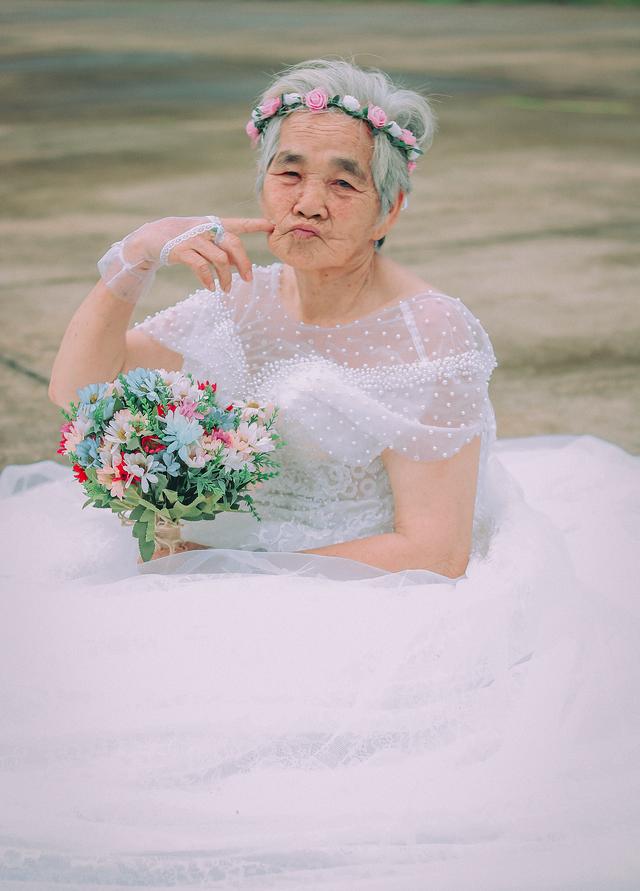 Câu chuyện xúc động phía sau bộ ảnh bà nội 89 tuổi mặc váy cưới - 3