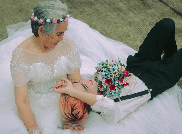 Câu chuyện xúc động phía sau bộ ảnh bà nội 89 tuổi mặc váy cưới - 2