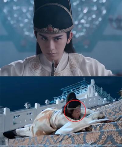 Tài tử Chu Tán Cẩm (trên) được đóng thế ở cảnh bị đá lăn xuống cầu thang.