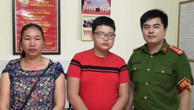 Bé trai đi lạc từ Lào Cai đến Hà Nội