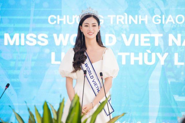 Cả trường bật cười vì câu nói ngây thơ của Hoa hậu Lương Thuỳ Linh - 3