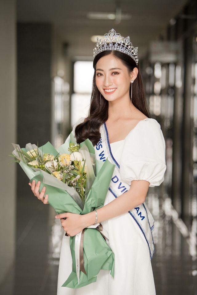 Cả trường bật cười vì câu nói ngây thơ của Hoa hậu Lương Thuỳ Linh - 1