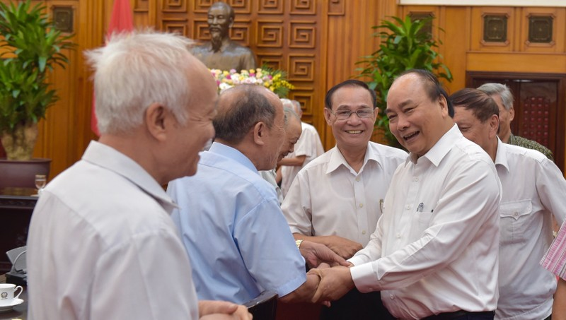 Thủ tướng nghe người trực tiếp phục vụ, bảo vệ kể chuyện cảm động về Bác Hồ