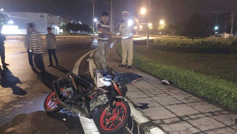 Hiện trường một vụ tai nạn nghiêm trọng tại vòng xoay lớn ở huyện Nhơn Trạch.