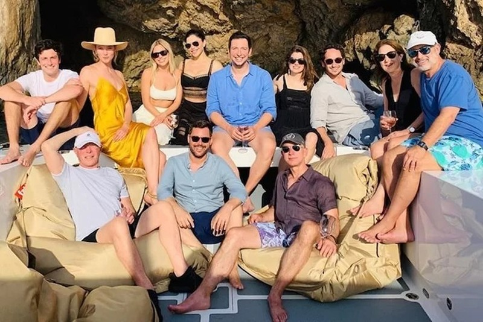 Mùa hè hào nhoáng của Jeff Bezos - 4
