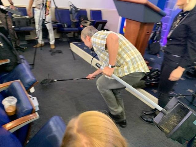 Chuột gây hỗn loạn trong cuộc họp báo ở Nhà Trắng - 2