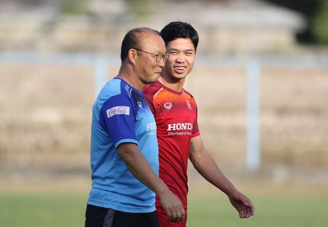 Đội tuyển Việt Nam hứng khởi luyện công, HLV Park Hang Seo nhận tin vui - 12