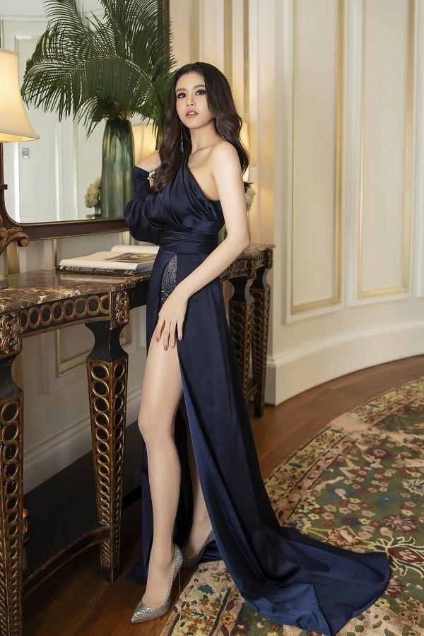 Tại sự kiện, Trương Quỳnh Anh gợi cảm khoe nhan sắc khi diện trang phục từ NTK Đỗ Long.