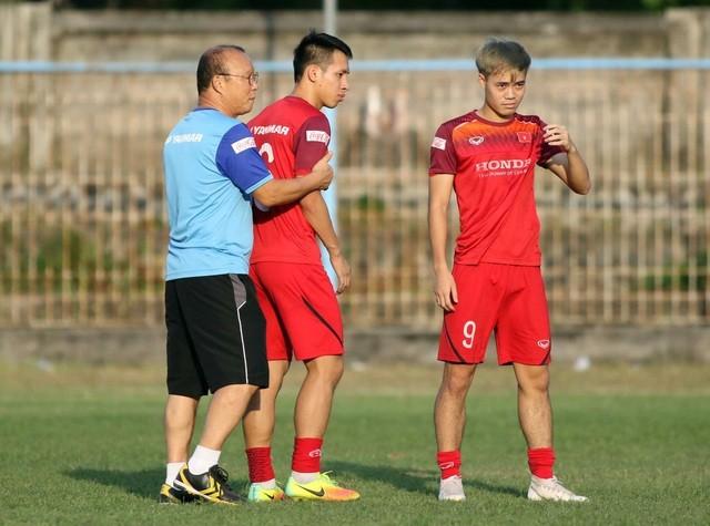 Đội tuyển Việt Nam hứng khởi luyện công, HLV Park Hang Seo nhận tin vui - 9
