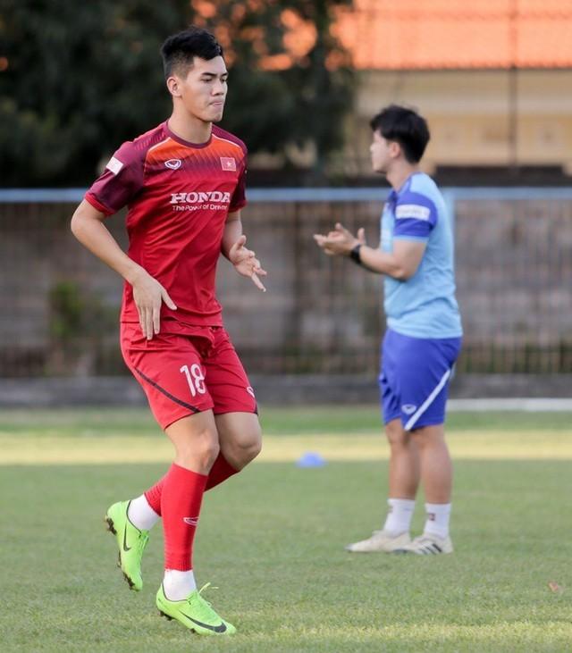 Đội tuyển Việt Nam hứng khởi luyện công, HLV Park Hang Seo nhận tin vui - 6