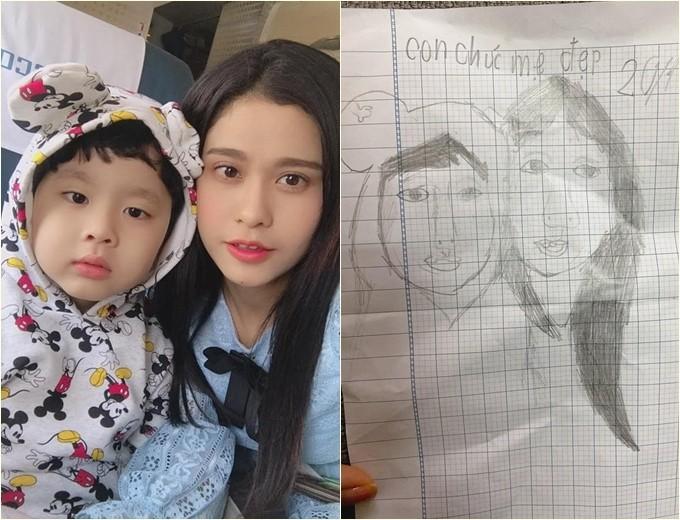 Ca sĩ Trương Quỳnh Anh được con trai tặng tranh tự vẽ.