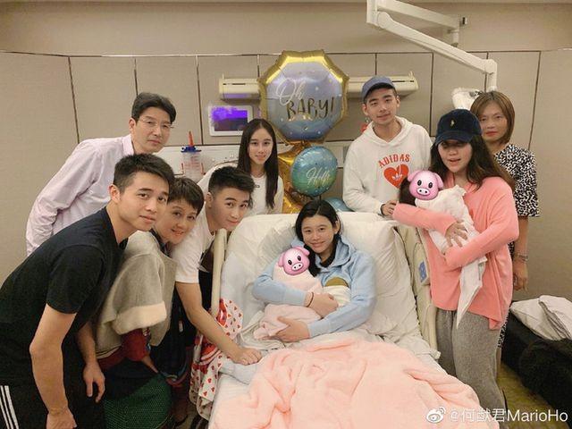Sinh cháu đích tôn cho tỷ phú Macau, siêu mẫu áo tắm được gia đình chồng tôn vinh - 2