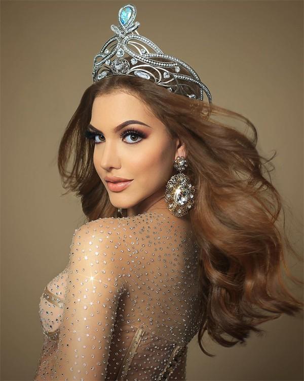 Người đẹp Venezuela,Lourdes Valentina Figuera Morales, vừa giành vương miện Hoa hậu Hòa bình Quốc tế (Miss Grand International) trong chung kết tối 25/10 (sáng nay theo giờ Việt Nam). Cô là đại diện đầu tiên của Venezuela đoạt ngôi vị này.