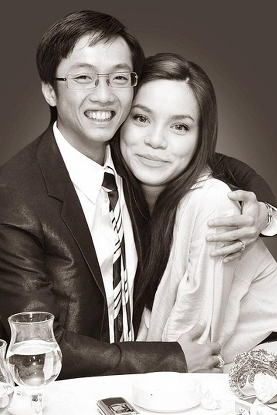 Tháng 4/2010, Hồ Ngọc Hà xác nhận mang thai với doanh nhân Cường Đô La. Cặp đôi liên tục xuất hiện bên cạnh nhau để khẳng định tình cảm. Họ có cuộc sống hạnh phúc sau khi đón con trai Su Beo chào đời nhưng không tiết lộ thời điểm tổ chức đám cưới. Đầu năm 2014, vị đại gia sinh năm 1982 ngỏ lời cầu hôn với nữ ca sĩ. Tuy nhiên, cuối năm 2014, trong liveshow kỷ niệm 10 năm ca hát, Hồ Ngọc Hà ám chỉ hôn nhân của cô đã tan vỡ. Dù chia tay, Cường Đô La và vợ cũ giữ mối quan hệ tốt đẹp, cùng nhau chăm sóc con trai.