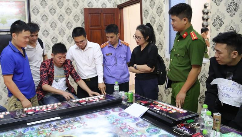 Thực nghiệm hiện trường tại quán 999 game Động Mạn. Ảnh: Công an tỉnh Bắc Ninh.