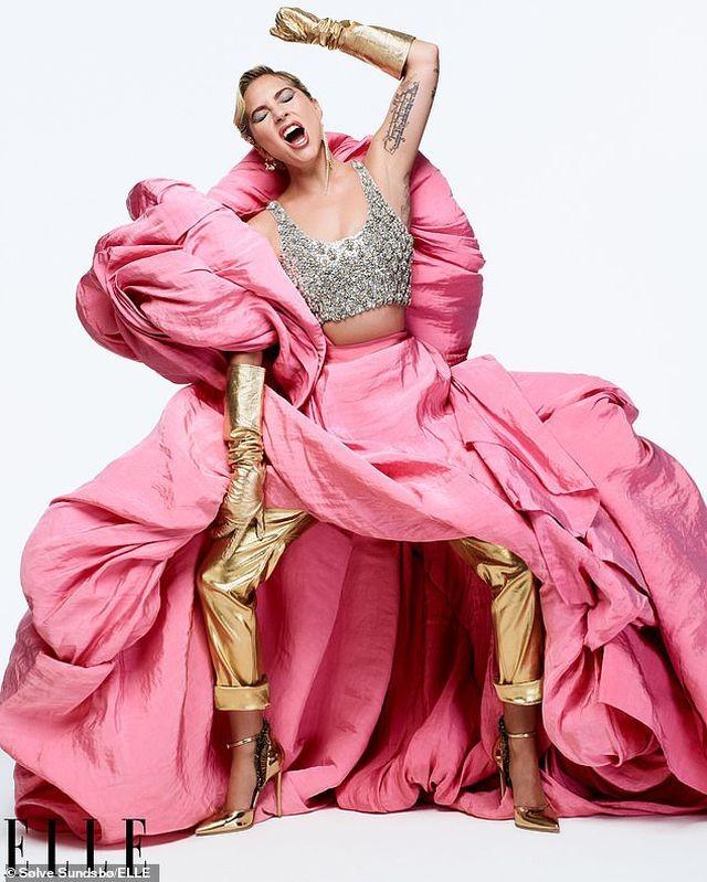 Lady Gaga thừa nhận dàn dựng màn diễn tình cảm với Bradley Cooper - 2