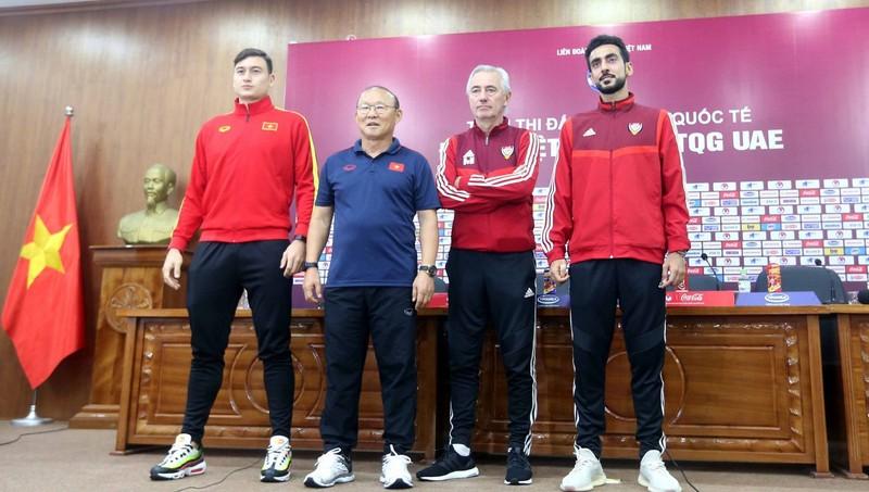 HLV UAE bị ông Park Hang Seo 'bắt bài' trước giờ 'chạm trán' tuyển Việt Nam?