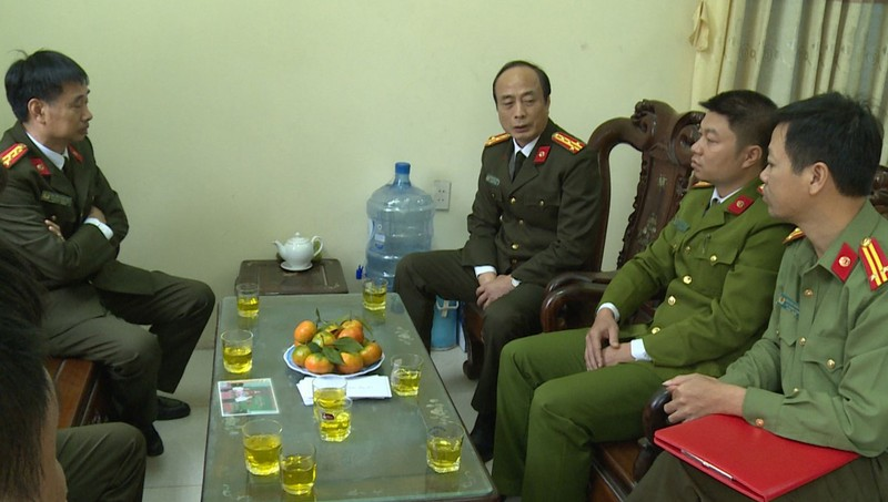 Thiếu tá công an Thái Bình bị đối tượng nhiễm HIV 'thủ' dao lam cứa bị thương