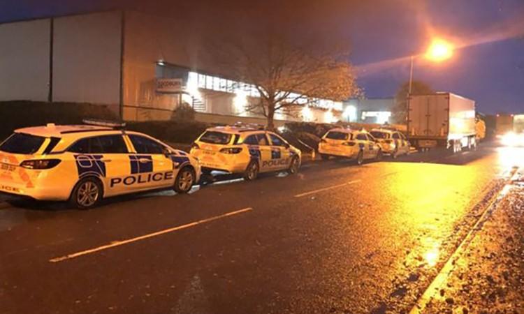 Hiện trường nơi phát hiện 10 người trong xe container ởCambridgeshire, Anh hôm 26/11. Ảnh: BBC.
