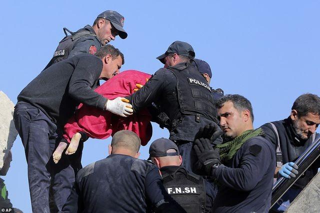 Con dâu tương lai Thủ tướng Albania chết trong trận động đất kinh hoàng - 8
