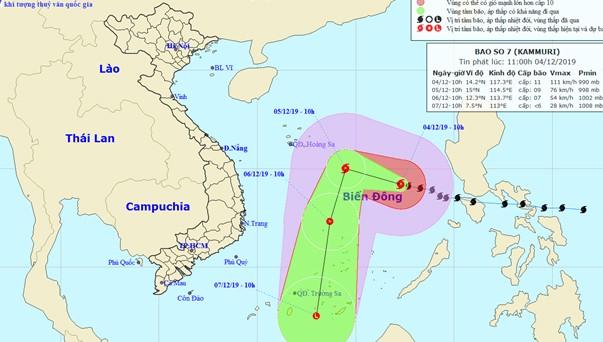 Biển Đông sóng to gió lớn do bão mạnh và không khí lạnh tăng cường