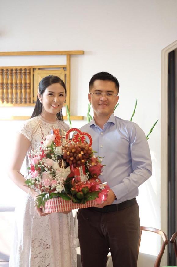 Ngọc Hân và bạn trai lâu năm trong lễ dạm ngõhôm 23/11.