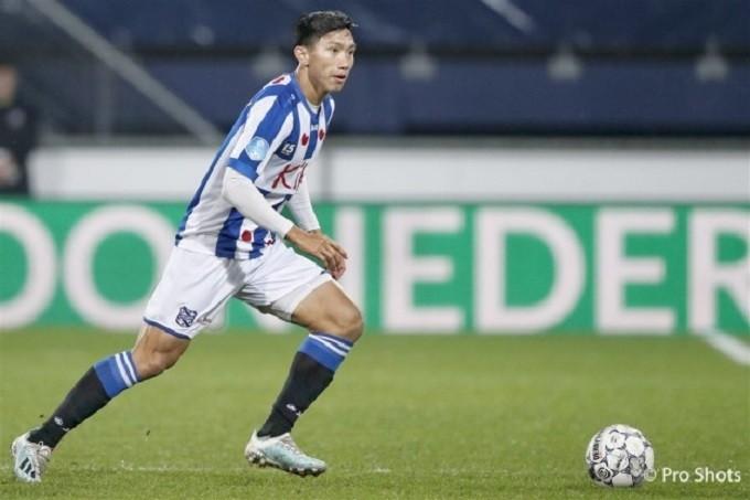 Văn Hậu chỉ mới đá 4 phút cho đội một Heerenveen.