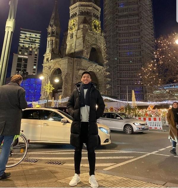 Văn Hậu đón năm mới ở Berlin.