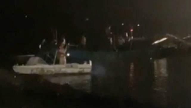 Cảnh sát cứu 7 người nguy cơ chìm xuống sông trong đêm