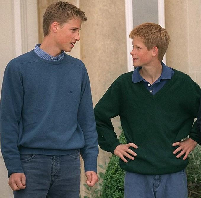 Cả hai mặc cùng phong cách, trò chuyện ăn ý khi ở Highgrove năm 1999.