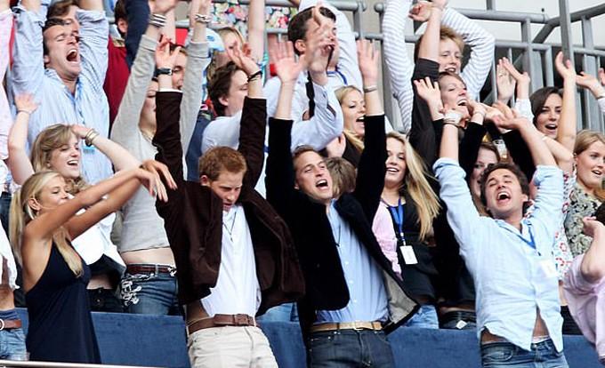Năm 2007, cả hai cùng nhiều bạn bè vẫy tay kiểu Mexico trong buổi hòa nhạc tưởng nhớ Diana tại Wembley.