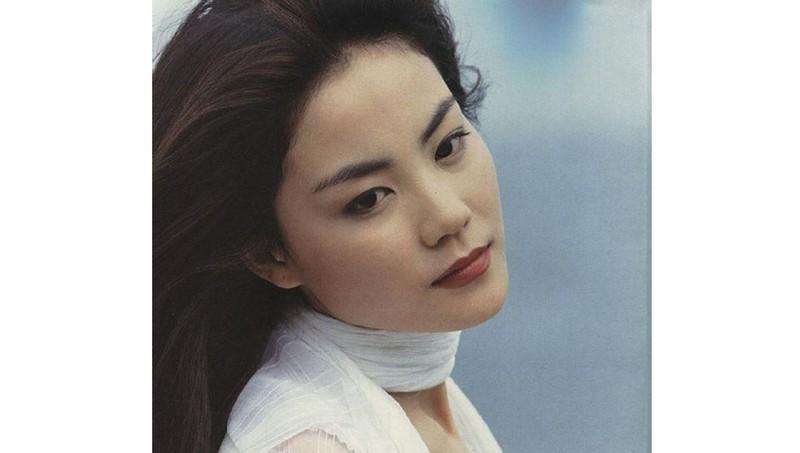 Tại sao Vương Phi 3 lần từ chối lời cầu hôn của 'phi công trẻ' Tạ Đình Phong?