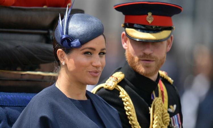 Vợ chồng Harry - Meghan sau lễ mừng sinh nhật nữ hoàng Elizabeth II năm 2019. Ảnh: AFP.