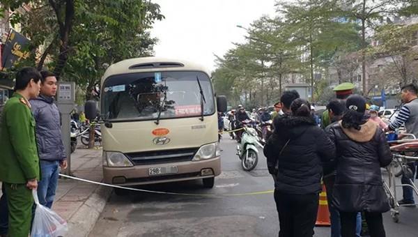 Người đàn ông chết bất thường trong xe tang lễ bên đường Hà Nội