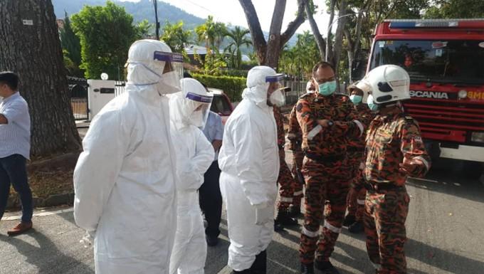 Nhân viên đại sứ quán Trung Quốc 'tá hỏa' vì 3 thùng hàng ủng hộ trong đại dịch nCoV