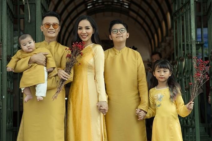 Gia đình Hoàng Bách - Thanh Thảo dịp Tết 2020.