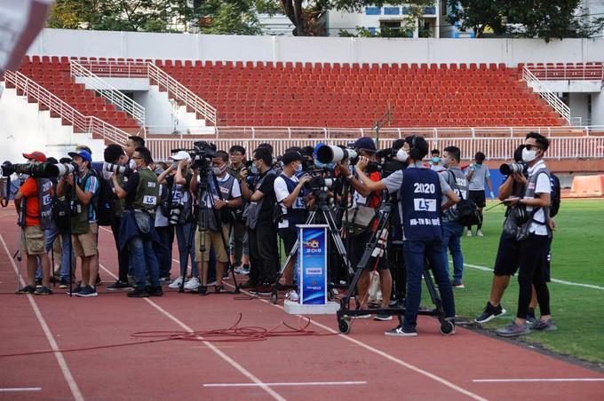 Bóng đá Việt cảnh giác với Covid-19