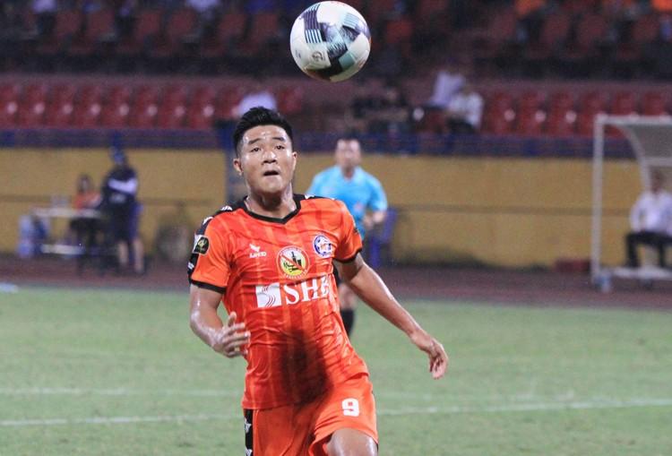 Hà Đức Chinh có phong độ không cao ở CLB, khiến HLV Lê Huỳnh Đức không hài lòng.