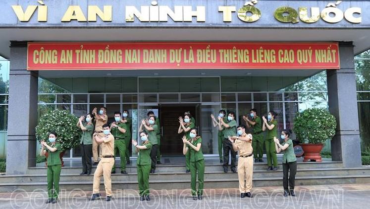 Lạ mà yêu 'Vũ điệu rửa tay' của cảnh sát trẻ Đồng Nai