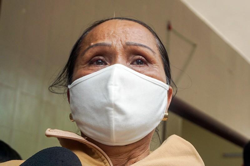 Bà Nguyễn Thị Hảo, mẹ đại uý Tuấn, tại nhà tang lễ thành phố Đà Nẵng. Ảnh: Ngọc Trường.
