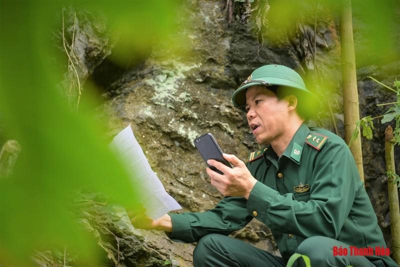 Thanh Hóa: Trung tá Biên phòng dùng vách núi làm phòng thu âm tuyên truyền phòng chống COVID-19