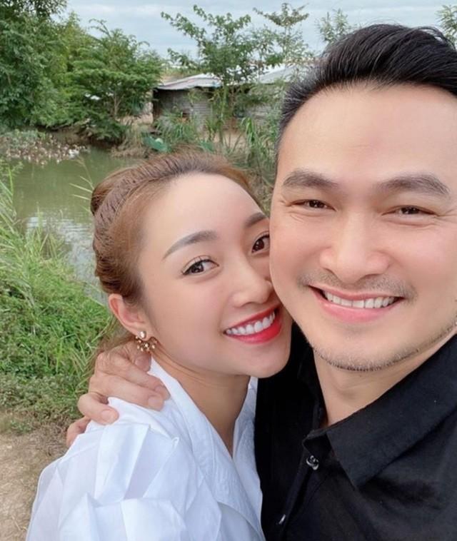 Ở nhà chống dịch, Chi Bảo thường xuyên vào bếp nấu ăn cho vợ - 1