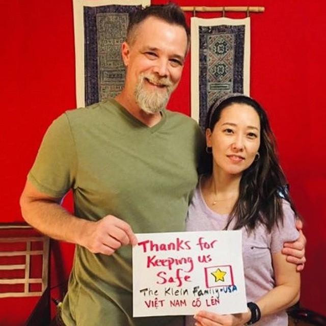Thầy giáo người Anh hiến máu, cổ vũ Việt Nam chiến thắng đại dịch Covid-19 - 1