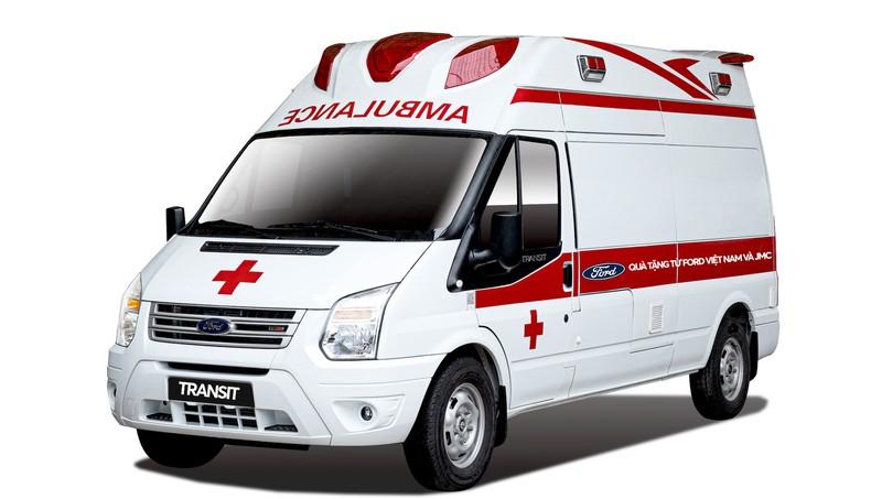 Xe Transit cứu thương áp lực âm do Ford Việt Nam tặng Bệnh viện Nhiệt đới Trung ương.