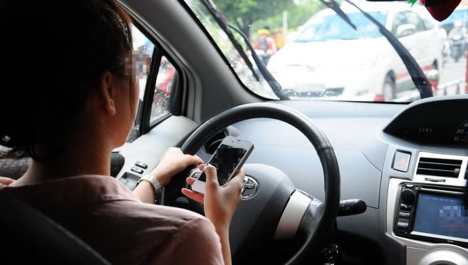 Đề xuất thêm hành vi bị nghiêm cấm khi lái xe